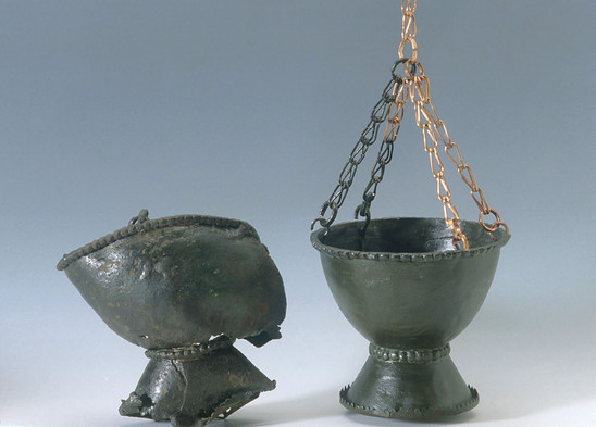 Fig. 18: Gradišče above Bašelj, damaged bronze thurible and its reconstruction. Credits: National Museum of Slovenia, Tomaž Lauko