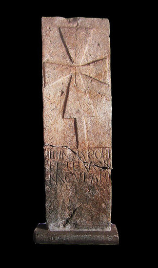 Fig. 29: Montmajour. The gravestone of Teucinde (end of the 10th century). Credit: Aix – Marseille Université