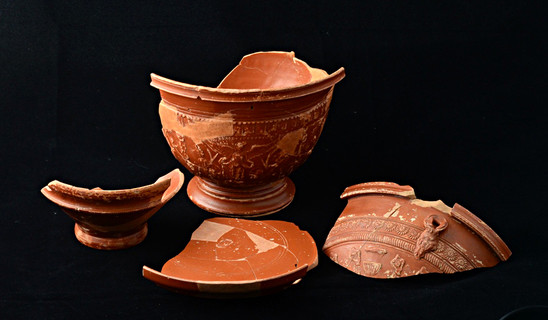 Fig. 5: Italian terra sigillata (red glazed table ware) of the earliest settlement of Velzeke in relation to the Augustan fortress. Credit: The Provinciaal Archeologisch Museum Velzeke